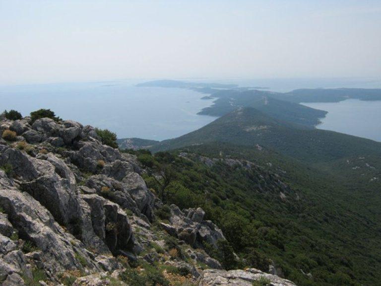 Pogled na Lošinj s vrha Sveti Mikula