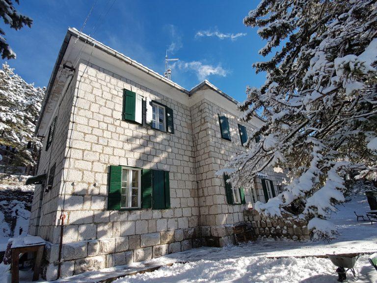 Planinarski dom Umberto Girometta u zimskom izdanju