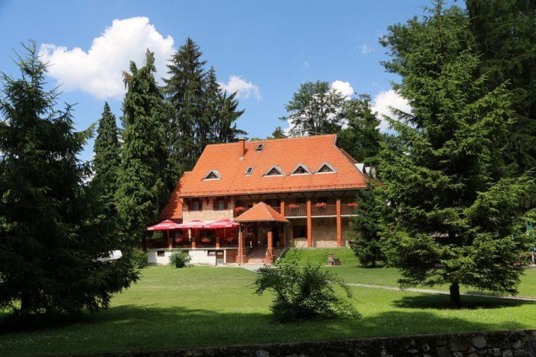 Planinarski dom na Jankovcu