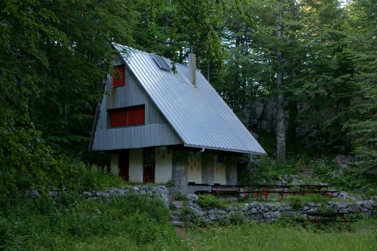 Planinarska kuća na Bijelim stijenama
