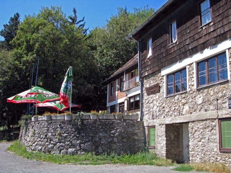 Planinarski dom na Kalniku