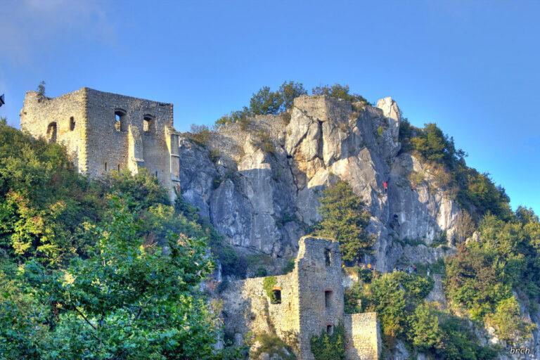 Stara kalnička gradina i alpinističko penjalište